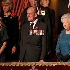 H Βρετανική βασιλική οικογένεια τιμά τους νεκρούς του Α' Παγκοσμίου Πολέμου