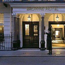 Βασιλιάς Γεώργιος Β′: 11 χρόνια στο ″Brown's Hotel″ του Λονδίνου