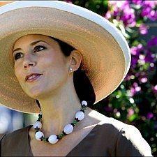 Έκθεση μόδας με φορέματα της πριγκίπισσας Μαίρης