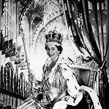 Η βασίλισσα Ελισάβετ από τα πρώτα της βήματα ως σήμερα