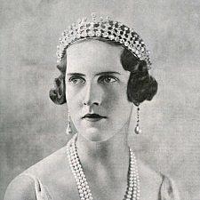 Το διάδημα της πριγκίπισσας Ειρήνης, δούκισσα της Αόστης