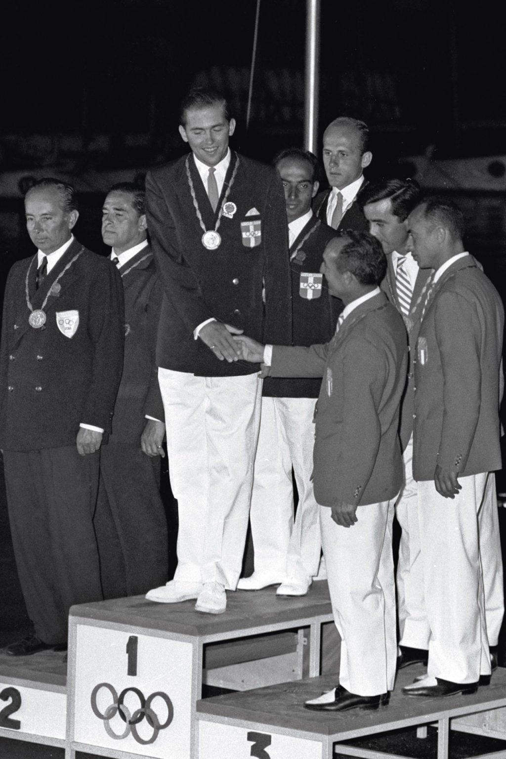 Αποτέλεσμα εικόνας για ο βασιλιας επισκεφθηκε την ολυμπια