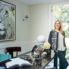 Η Μαρί Σαντάλ στα εγκαίνια της γκαλερί έργων τέχνης που φέρει το όνομα της μητέρας της