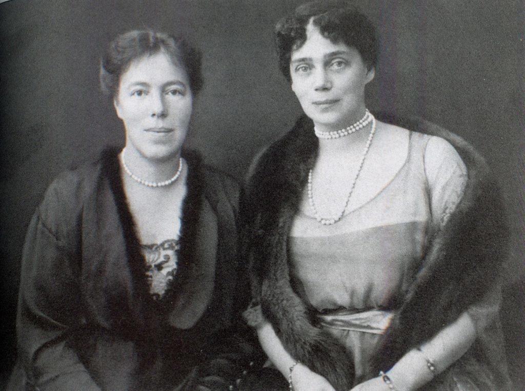 XENIA AND OLGA19250001