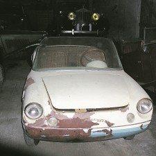 Ακόμα σαπίζουν τα βασιλικά αυτοκίνητα στο Τατόι