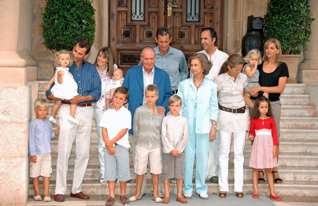 Spanish-royal-family-scandal-family-portrait-tcx1113