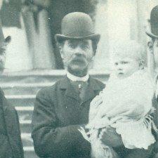 Μια φωτογραφία  με τέσσερις γενιές βασιλέων
