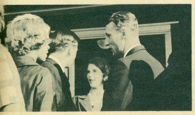 Χάνκοε ,Ιούλιος 1962. Ο πρίγκιπας Χάραλντ (δεξιά) , η πριγκίπισσα Ειρήνη (αριστερά), στο μέσον η πριγκίπισσα Άννα Μαρία συνομιλεί με τον διάδοχο Κωνσταντίνο.